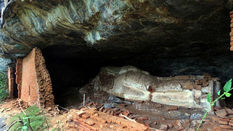 The Buddha image vandalized by Treasure Hunters at Kandegama Kanda Len Viharaya