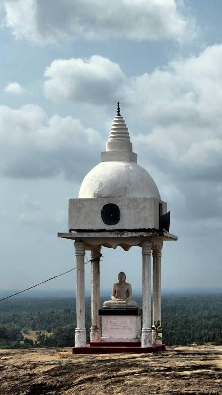 A small stupa at the top of Kadiragala Rajamaha Viharaya rock.