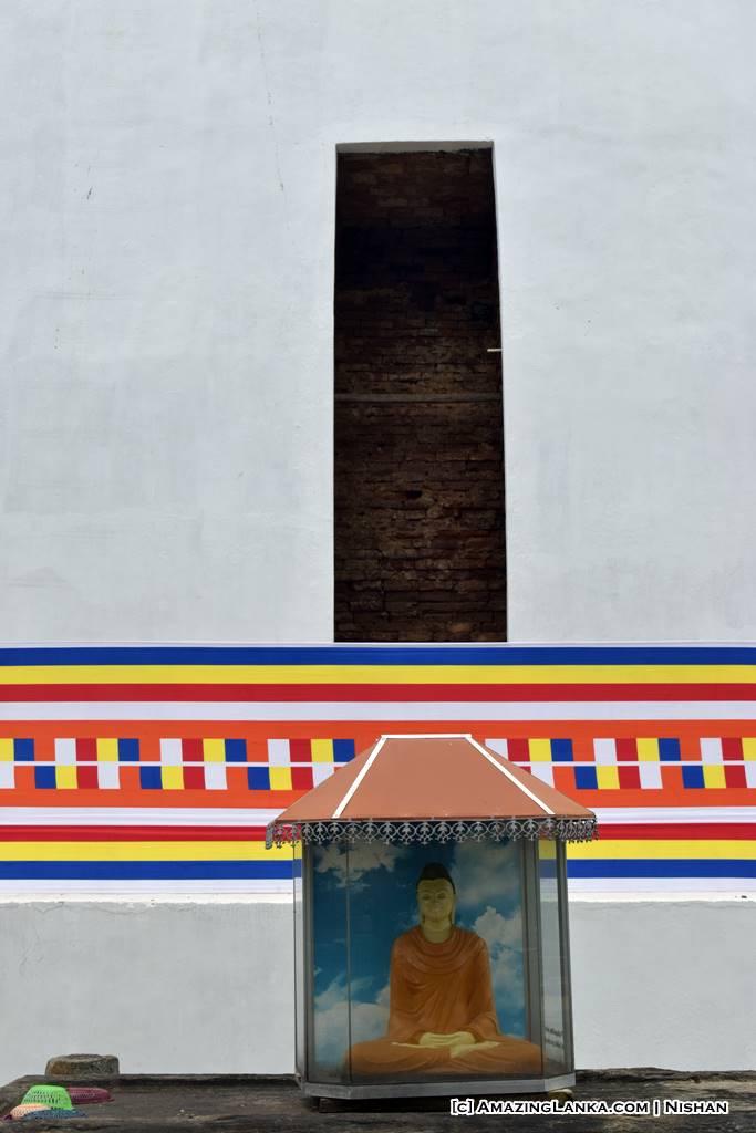 Displaying the original brick layer before restoration of Yatala Stupa in Debarawewa