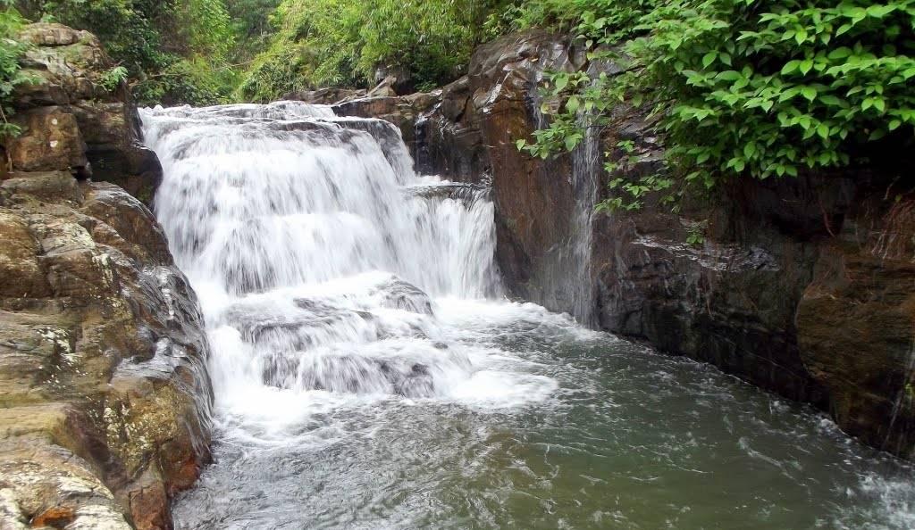 Kumari Ella Falls - When the water is plenty