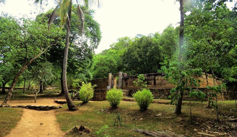 Rawa Ela Maligathenna Archaeological Ruins