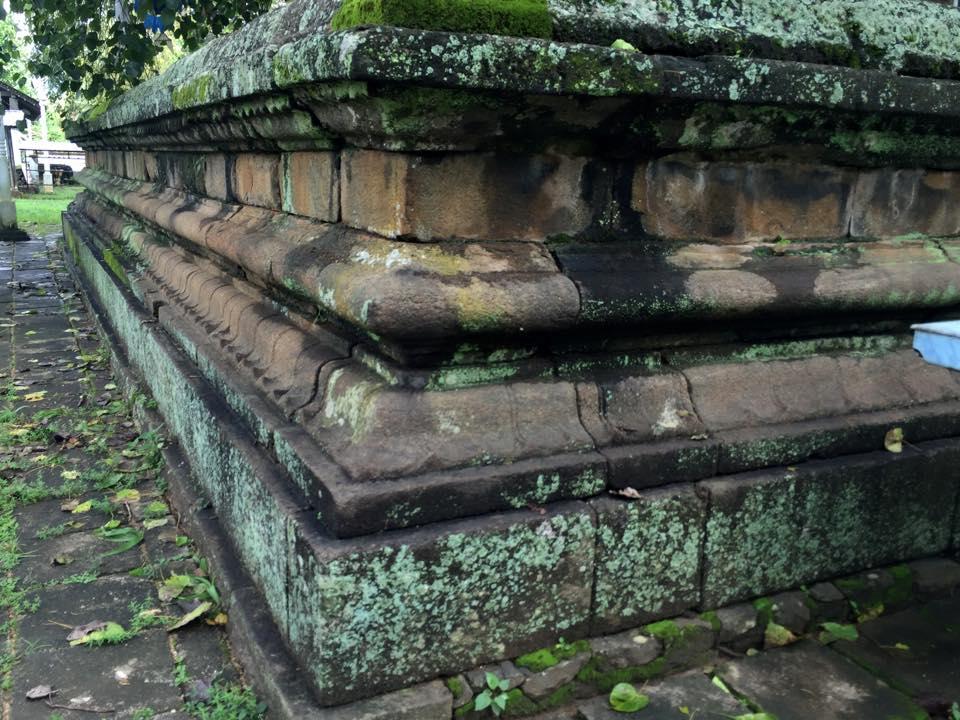 The ancient granite wall around the Dethis Pala Bo tree at the Warakapola Beligala Rajamaha Viharaya