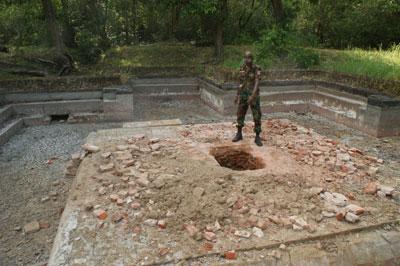 Swastika Pokuna at Polonnaruwa destroyed by treasure hunters