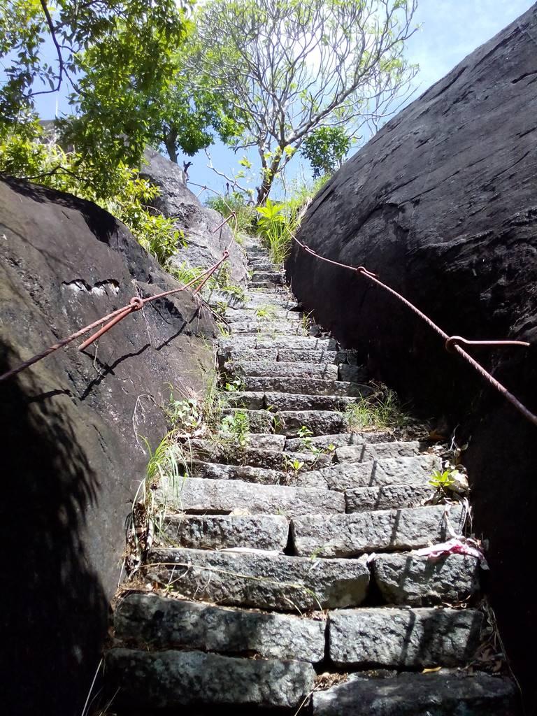 Steps to the summit - Seelawathi Rajamaha Viharaya