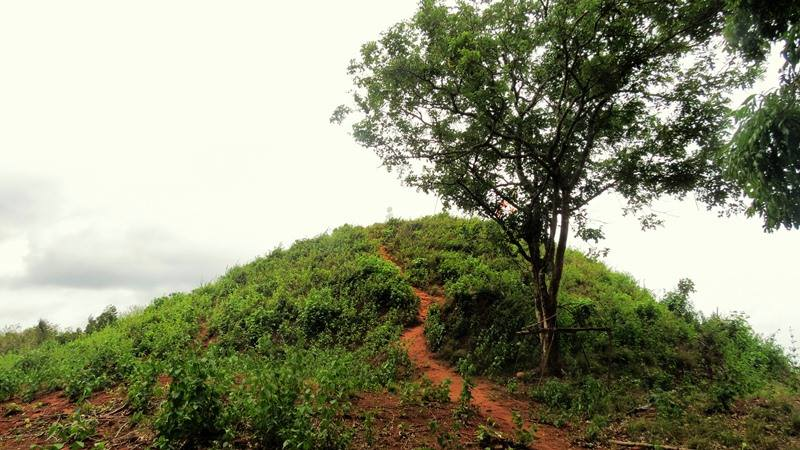 The larger stupa at the top of the mountain - Upulwehera Archaeological Site