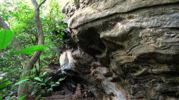 Drip Ledge Caves at Dematagoda - Hingurana