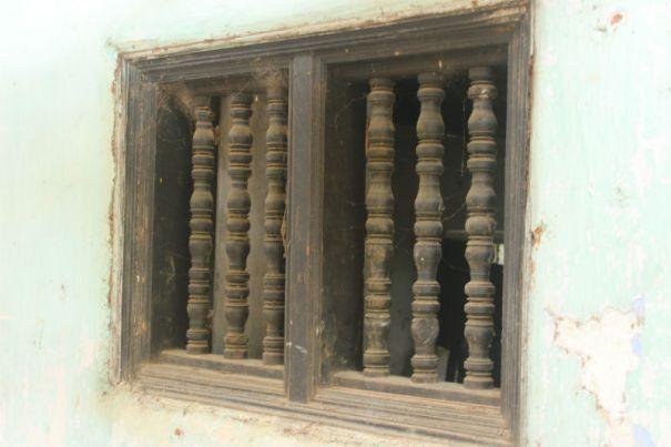 The Tampita Sangawasa being restored at the Sri Mayurapada Purana Tampita Viharaya