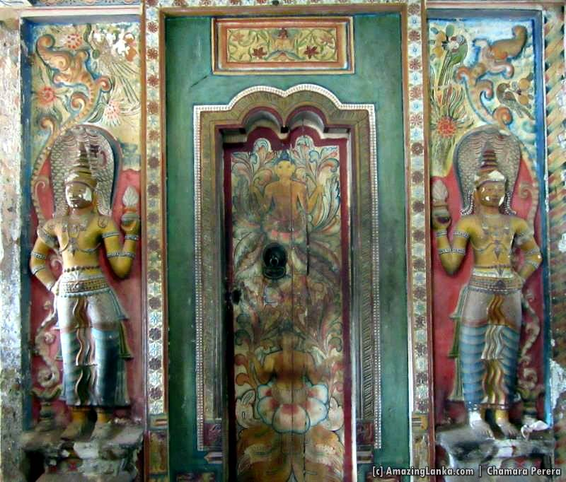The entrance to the inner chamber of Dethawa Sri Mahamuni Purana Tampita Viharaya