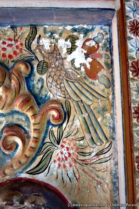 Parrots and fruits used to decorate the walls behind the guardian deities at the Sri Mahamuni Purana Tampita Viharaya