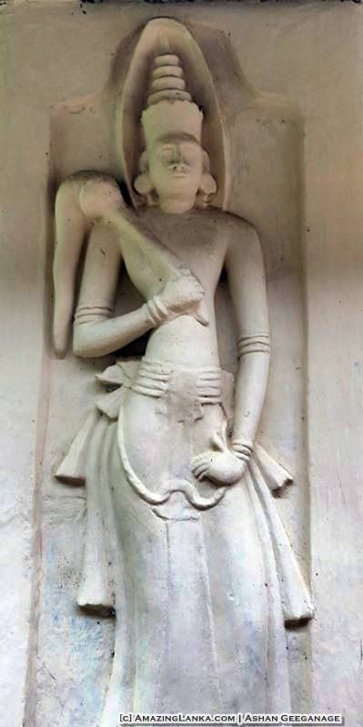 A guardian deity beside the entrance to the Dembawa Purana Tampita Viharaya