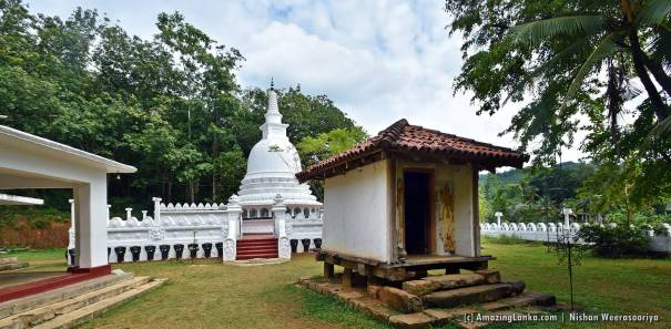Mangedara Tampita Viharaya at Thulhiriya