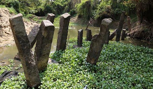 Ruins of Thirappane Ancient Gal Palama (Stone Bridge)