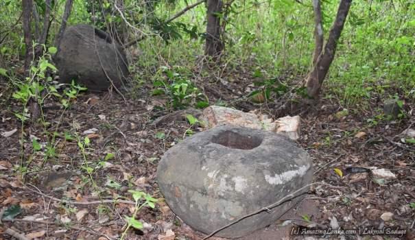 නිදන් කොල්ලකරුවන්ගෙන් බැට කන ත්රිකුණාමලය මුත්තුනගර් මුතුගම බෞද්ධ නටබුන් - Trincomalee Muththunagar Muthugama Buddhist Ruins destroyed by treasure hunters
