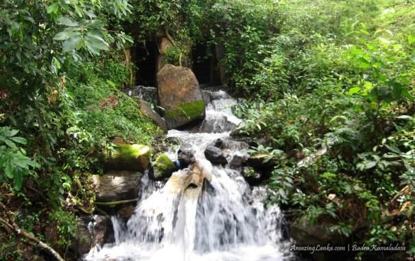 ගිරිතලේ වැව ඉපැරණි සොරොව්ව - Girithale Reservoir Ancient Sluice Gate