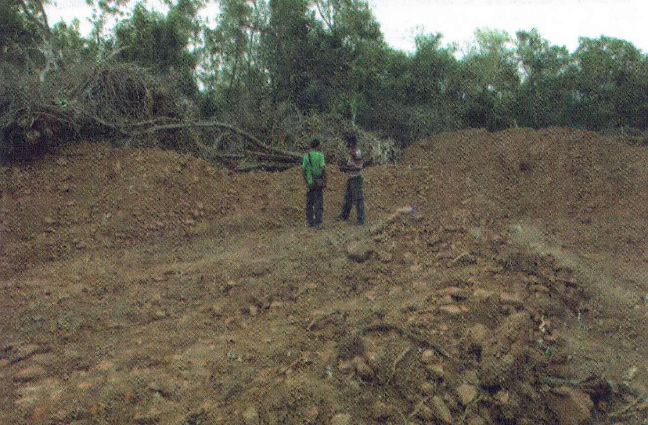 සම්පුර්ණයෙන්ම ඩෝසර් කරනලද විශාල ස්ථූප වහන්සේ   - මුලතිවු ගුරුකන්ද රජමහා විහාරය පුරාවිද්යා නටබුන්  -  Mulativu Gurukanda Rajamaha Viharaya Archaeological Ruins