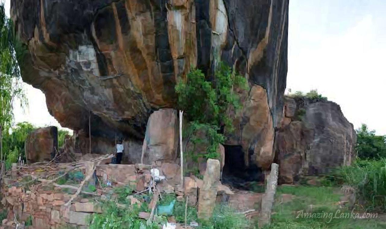 වැලිඔය කුම්භකර්ණ ගල පර්වතයේ පුරාවිද්යා නටබුන් - Walioya Kumbhakarna Ggala Archaeological Ruins