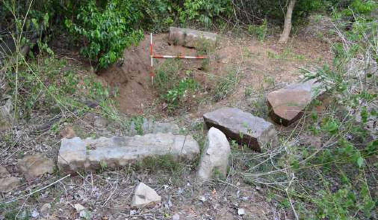 වැලිඔය පොඩිගල්කන්ද පුරාවිද්යා ස්ථානයේ නිදන් කොල්ලකරුවන්ට බිලිවූ පුරාණ ආරාම ගොඩනැගිළි - Welioya Podigalkanda Archaeological  Site