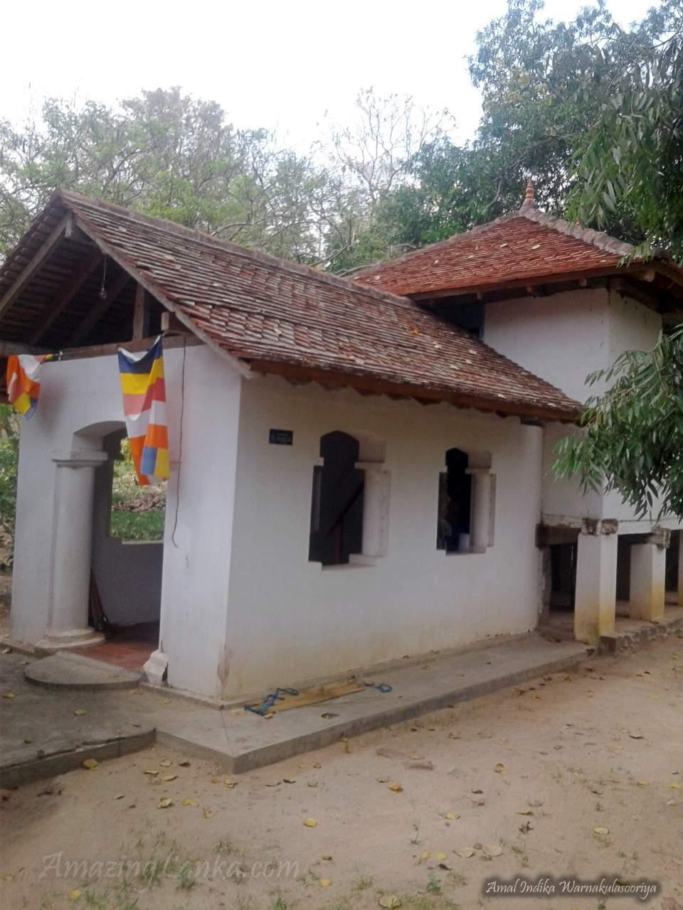 හිරුවල්පොල ශ්රී පුෂ්පාරාමය   ටැම්පිට විහාරය - Hiruwalpola Sri Pushparamaya Tampita Viharaya