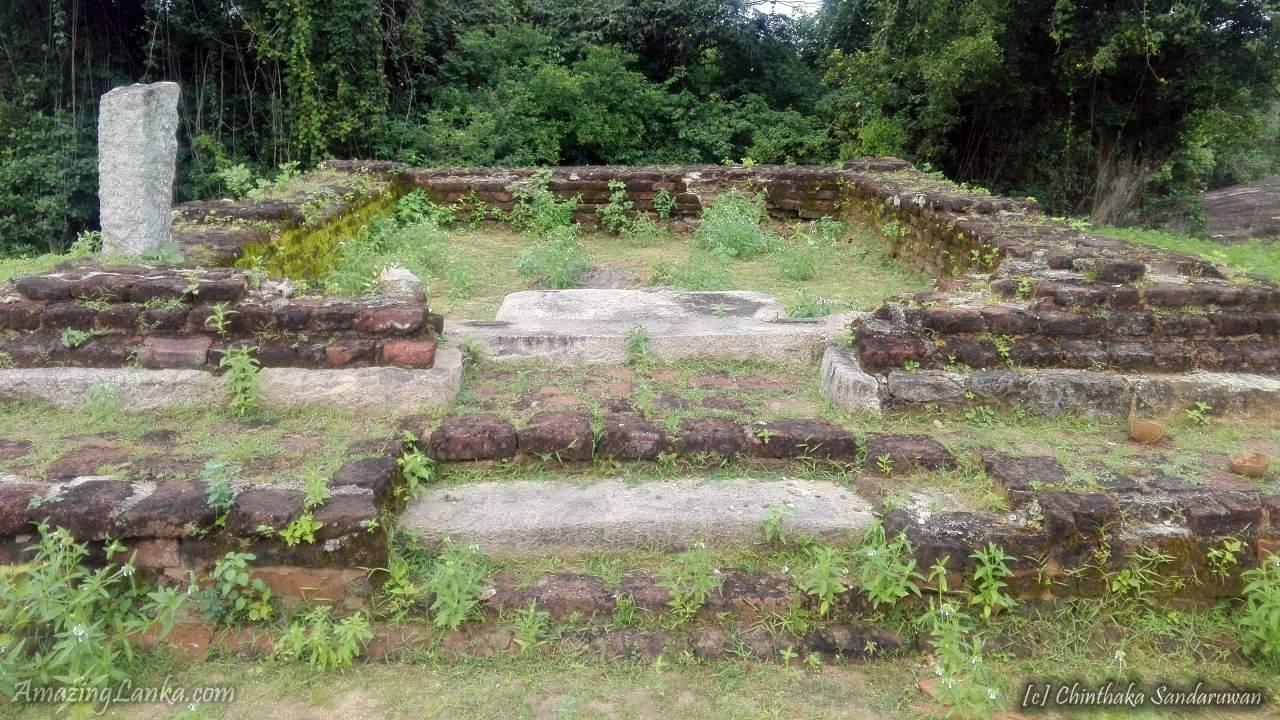 Losing Heritage of Samalankulam Buddhist Ruins in Vavuniya - කෝවිලකින් යටවෙමින් පවතින වවුනියාවේ සමලන්කුලම බෞද්ධ නටබුන් භූමිය.