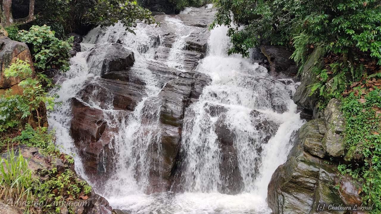 Galdola Ella Waterfall on the Rakwana Soriyakanda Road - රක්වාන සූරියකන්ද මාර්ගයේ ගල්දොළ ඇල්ල
