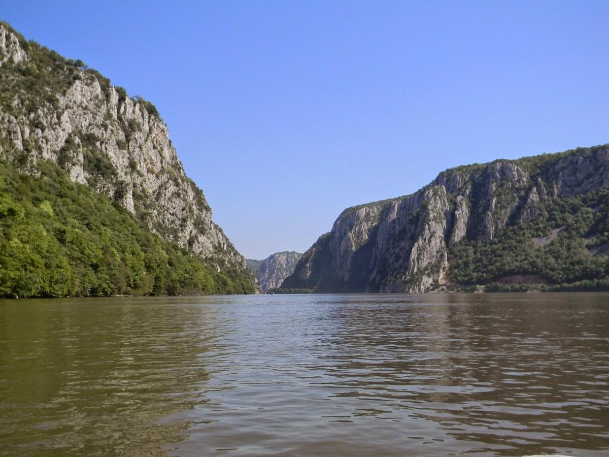 Cazanele Dunării - trecerea spectaculoasă a Dunării prin Carpați