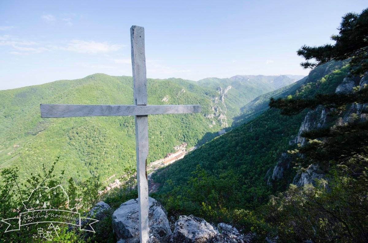 Deasupra Băilor Herculane: Crucea Albă - Vf. Domogledul Mare (1105m) - Cheile Feregari