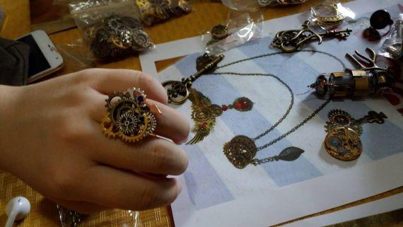 Steampunk handcrafts (Photo credit by Regina Kanyu Wang)