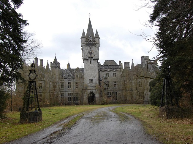 15 Most Famous Abandoned Places that are both Eerie and Beautiful