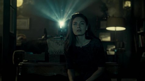Alexa Davalos in het 2de seizoen van The Man in the High Castle