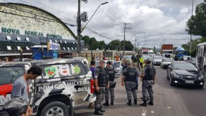IMAGENS FORTES: Assaltantes morrem após troca de tiros com a polícia em Manaus