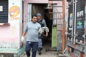 Feto é encontrado em quintal de casa no bairro Novo Aleixo, em Manaus