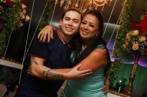 Humorista Whindersson busca apoio contra depressão nos braços da família no Piauí