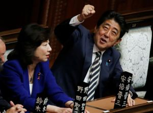 Primeiro-ministro do Japão, Shinzo Abe, faz visita histórica ao Irã