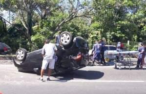 Mulher fica ferida após acidente envolvendo dois carros na av. Rodrigo Otávio, em Manaus
