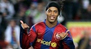 Ronaldinho deve milhões e tem 57 imóveis bloqueados, diz jornal