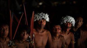 Mineração ilegal de ouro ameaça vida de Yanomamis no centro da floresta amazônica