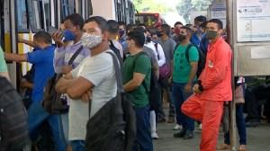Manaus tem ônibus superlotados e desrespeito a medidas de segurança contra Covid-19