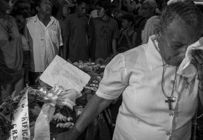 Sepultamento da irmã Dorothy Stang em Anapu (Foto: Alberto César Araújo/2005)