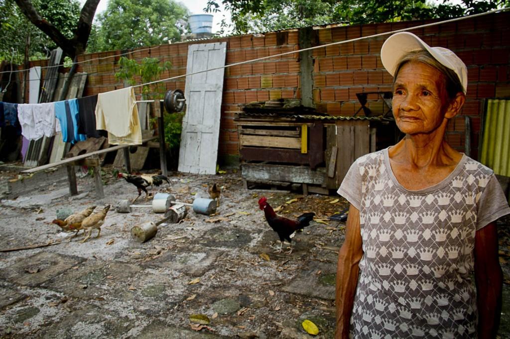 Raimunda Kokama tells the story of the community (Photo: Alberto Cesar Araujo / AmReal)