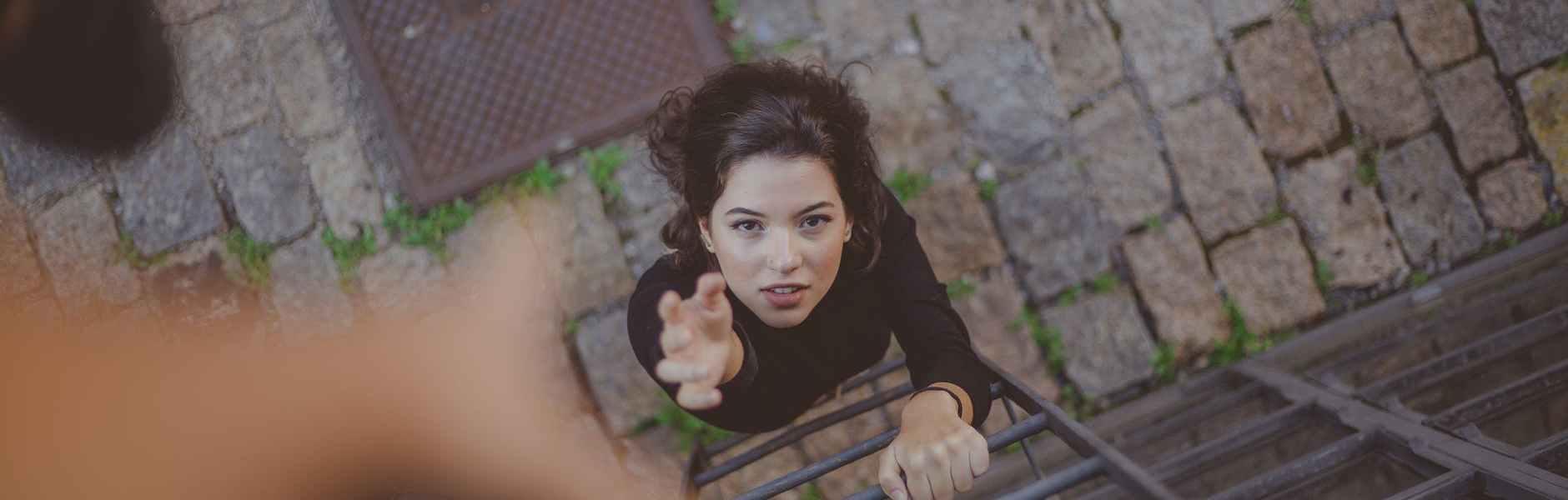 Rad na sebi: postajemo li priručnici za život?, high angle photo of woman on ladder