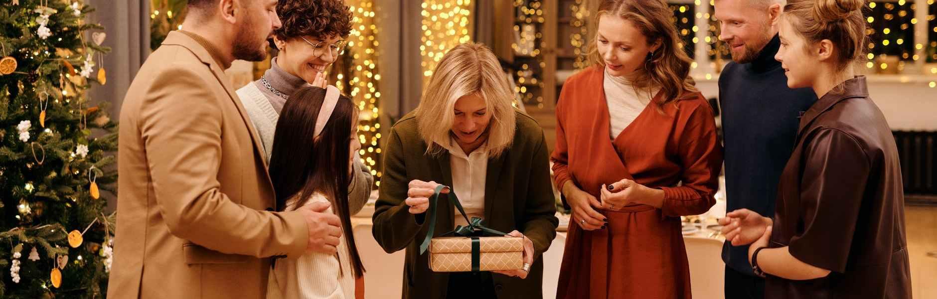 Završite godinu savršenim poklonom , family get together during christmas