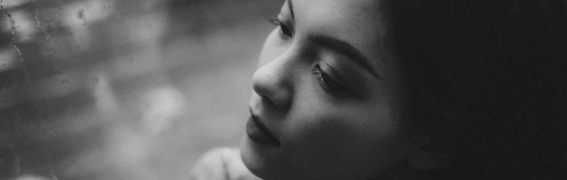 Mir je najveća dragocjenost, dreamy teen girl sitting near wet window