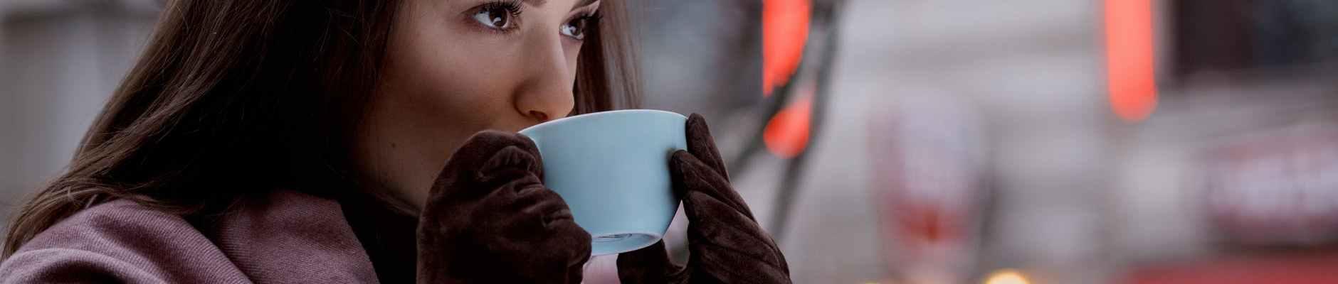 Astro prognoza za novi tjedan: od 11. do 17. siječnja, woman drinking tea