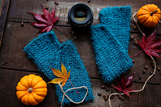 Cozy Bliss Fingerless Mitts pattern by Amber Bliss Calderón