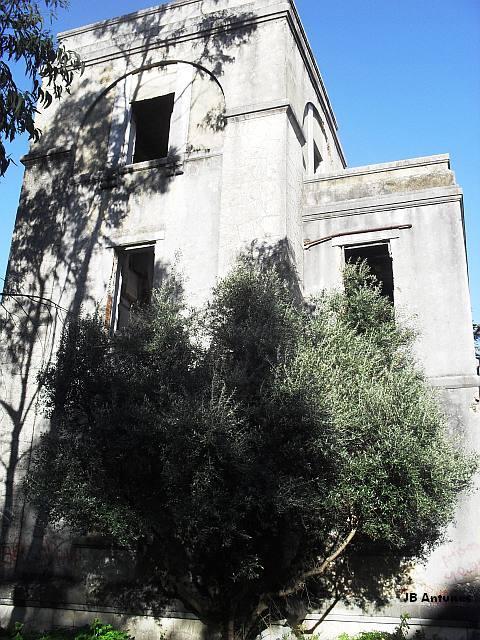 Um palacete em ruína na Quinta das Conchas no Lumiar (2/5)