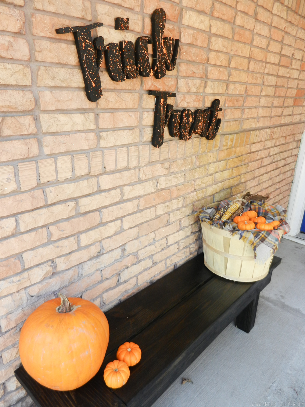 DIY Oversized Words - How to cut Wooden Cut Outs