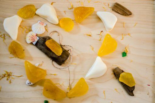 Mydełka z burszynem amber inclusion amber white