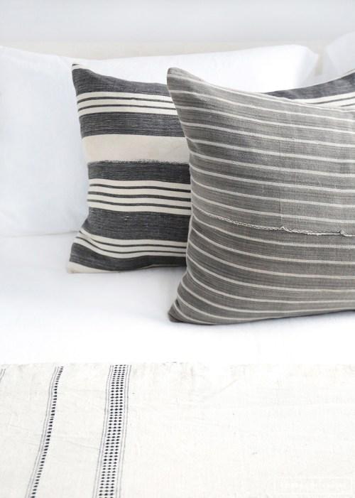 Detalles, cojines de rayas y sábanas lisas