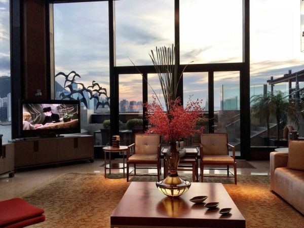 Amberlair Crowdsourced Crowdfunded Boutique Hotel - Meet luxury travel blogger Matt Long of Land Lopers at the InterContinental Hong Kong Presidential Suite. #boholover