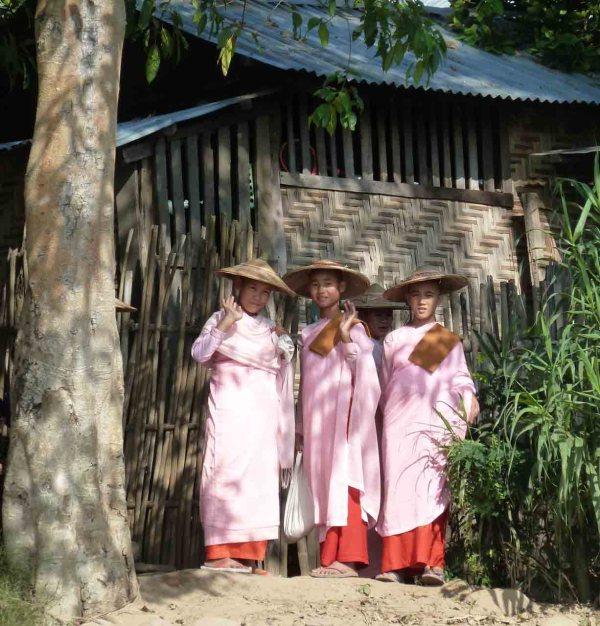 """Burmese nuns saying """"Mingalabar"""""""